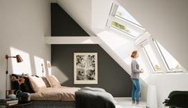 Okna dachowe - drewniane czy drewniano-poliuretanowe?