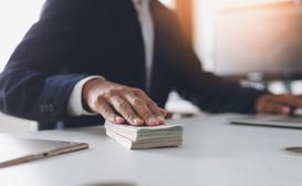 Darowizna pieniężna krok po kroku - zgłoszenie, podatek, porady