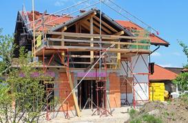 Ile trwa budowa domu? Dokładny harmonogram i przerwy technologiczne