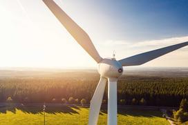 Czym jest zielona energia? Wyjaśniamy krok po kroku