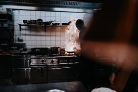 Kuchenka indukcyjna do restauracji – dlaczego warto? Jak wybrać odpowiedni model?