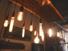 Jaką barwę oświetlenia do domu warto wybrać na krótkie, zimowe dni? Podpowiadamy!