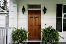 Drzwi drewniane zewnętrzne - rodzaje, ceny, opinie użytkowników