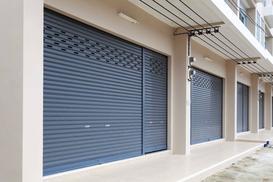 Drzwi garażowe segmentowe - rodzaje, producenci, wymiary, opinie