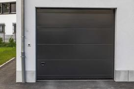 Brama garażowa z napędem - rodzaje, ceny, sposoby montażu, opinie