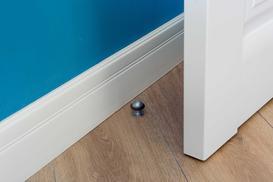 Ogranicznik do drzwi - rodzaje, ceny, sposób montażu, porady