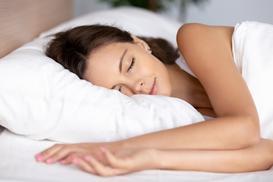 Kiedy warto wybrać do sypialni poduszkę z lateksu?