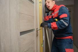 Jak wyregulować drzwi zewnętrzne lub wewnętrzne? Praktyczny poradnik