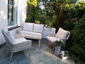 Nowoczesny, klasyczny czy rustykalny? Sprawdź, jakie meble ogrodowe dobrać do swojego ogrodu!