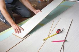 Jak układać panele podłogowe? Przedstawiamy zasady montażu
