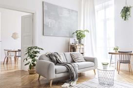 Jak pomalować ciemną ścianę na biało? Postaw na Dekoral Perfect