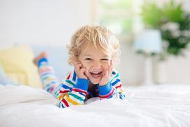 Jaka pościel dla dorosłych, a jaka dla dzieci? Wybieramy wygodne i nowoczesne zestawy do spania