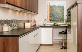 Jakie fronty kuchenne wybrać - matowe czy z połyskiem?