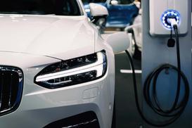 Koszty zakupu i eksploatacji samochodu elektrycznego i spalinowego - porównanie