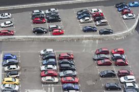 Jaka jest odpowiedzialność parkingu strzeżonego za kradzież lub uszkodzenie auta? Wyjaśniamy