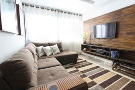 Jak powiesić telewizor na ścianie i schować w niej kable?
