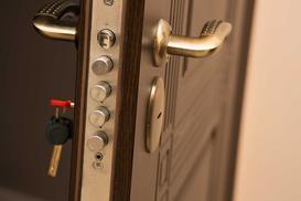 Jak zabezpieczyć dom przed włamaniem - systemy alarmowe i nie tylko