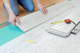 Układanie paneli podłogowych krok po kroku - poradnik dla złotej rączki