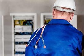 Ile kosztuje przyłącze energetyczne? Jakie formalności musisz spełnić?