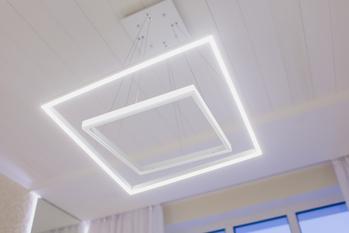 Żyrandole LED do salonu — wybieramy 5 propozycji na rynku