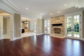 Wybieramy panele podłogowe drewniane do domu – poradnik praktyczny