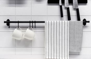 Relingi kuchenne – rodzaje, wzory, ceny, sposób montażu