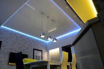 Podświetlany sufit krok po kroku - pomysły, opis, montaż, porady praktyczne
