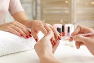 cennik maniture i pedicure - zobacz ceny w lokalnych gabinetach kosmetycznych