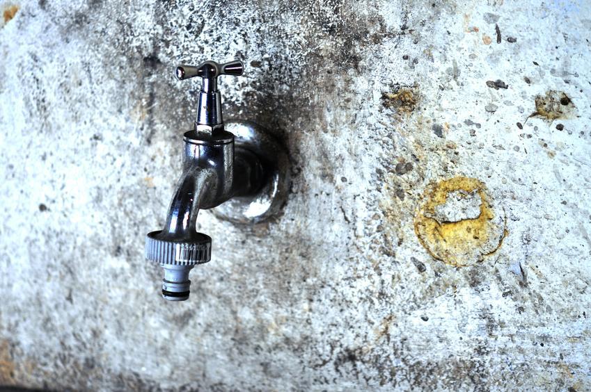 Koszt usługi demontażu starego punktu hydraulicznego. Normalny stopień skomplikowania prac.