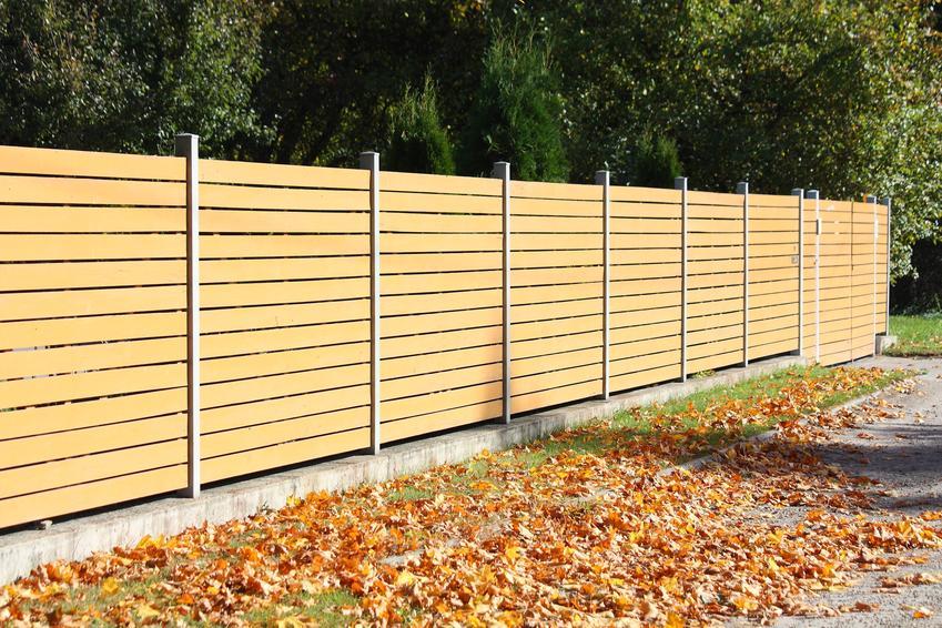 Uśredniony koszt montażu ogrodzenia panelowego. Cena nie obejmuje wykonania podmurówki.