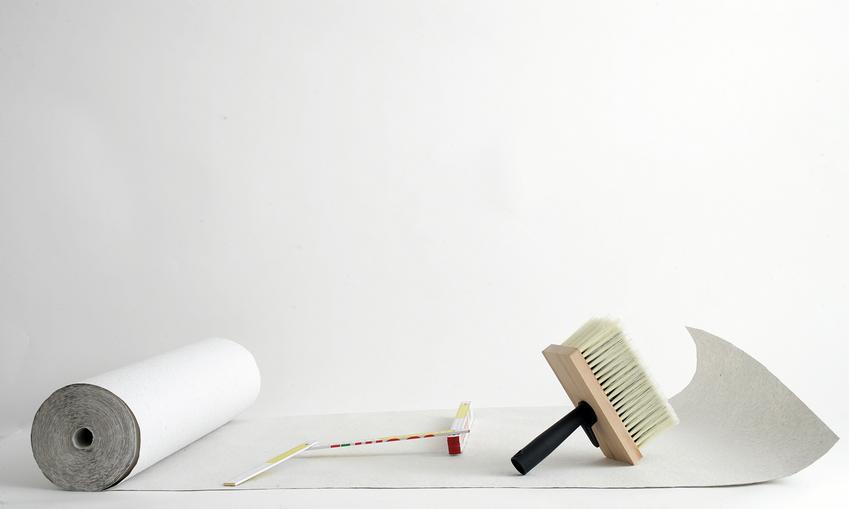 Koszt tapetowania sufitów. Normalny stopień skomplikowania prac, tapeta niewymagająca dopasowywania skomplikowanych wzorów.