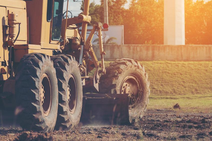 Koszt wyrównania terenu pod aranżację ogrodową. Normalny stopień skomplikowania prac.