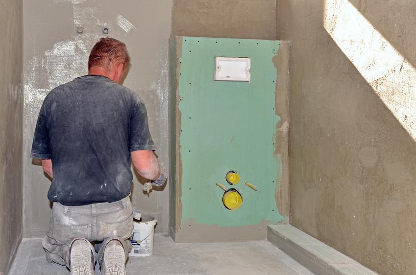 Montaż WC ze zbiornikiem zewnętrznym. Normalny stopień skomplikowania prac.