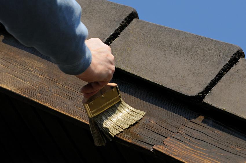 Uśredniony koszt malowania dachów z dachówki lub gontu. Cena obejmuje nałożenie dwóch warstw preparatu wraz ze wcześniejszym oczyszczeniem podłoża. Cena malowania dachówki uwzględnia wyłącznie robociznę, bez kosztów farby.
