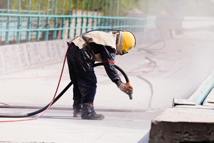 Uśredniony koszt piaskowania elementów metalowych. Niewielki stopień skomplikowaia prac.