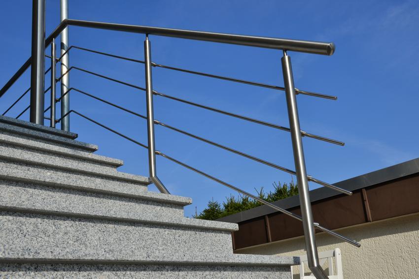Uśredniony koszt wykoania balustrady aluminiowej. Prosta konstrucja bez dodatkowych zdobień, normalny stopień skomplikowania prac.