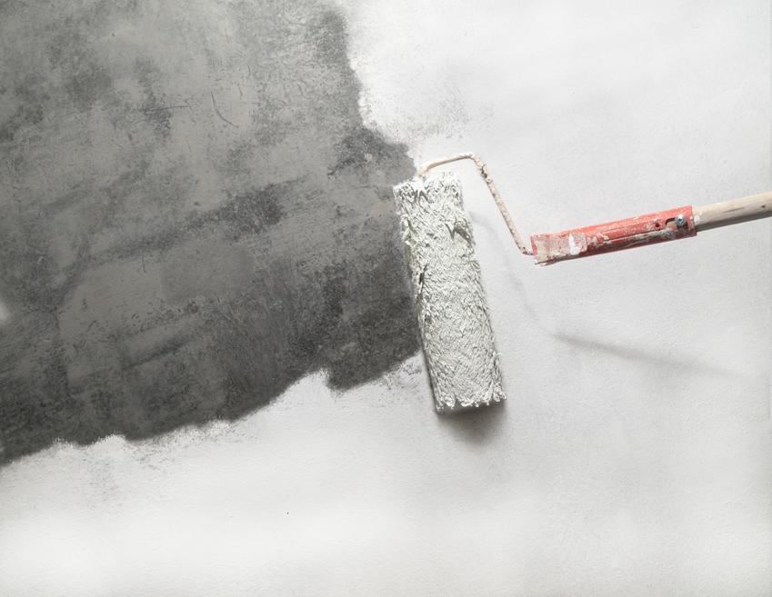 Gruntowanie ścian i sufitów przed  pracami malarskimi. Cena obejmuje robociznę na powierzchniach o typowej wysokości