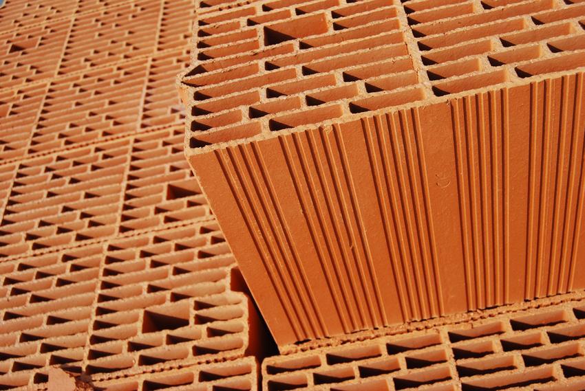Koszt zakupu pustaka ceramicznego 44 P+W, przeznaczonego do budowy zewnętrznych ścian jednowarstwowych.