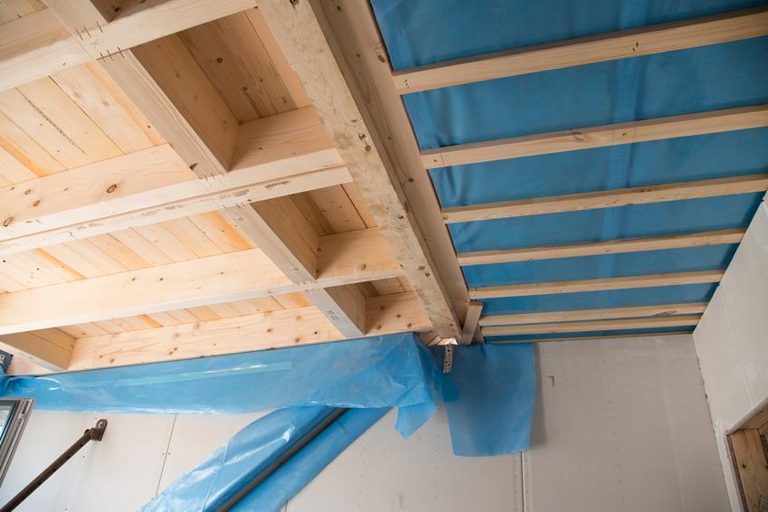 Wysokiej jakości folia paroizolacyjna marki Isover, typ Stopair. Przeznaczona do izolacji ścian, stropów oraz dachów. Produkt dostępny w rolce długości 100 m2/