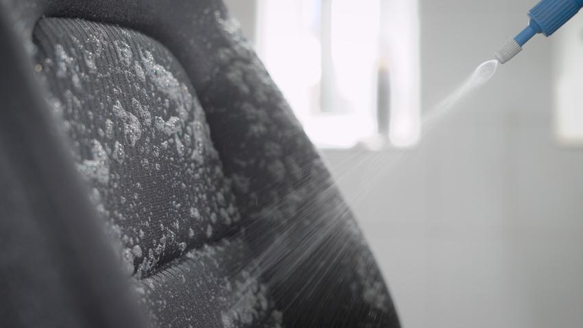 Uśredniony koszt prania tapicerki samochodowej. Usługa kompleksowa wraz z wstępnym odkurzeniem powierzchni.