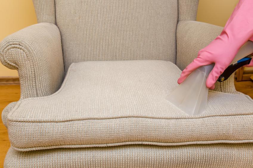 Uśredniony koszt praia tapicerki meblowej. Cena obejmuje kompleksową usługę czyszczenia fotela wypoczynkowego wraz z bokami. Normalne zabrudzenia użytkowe.
