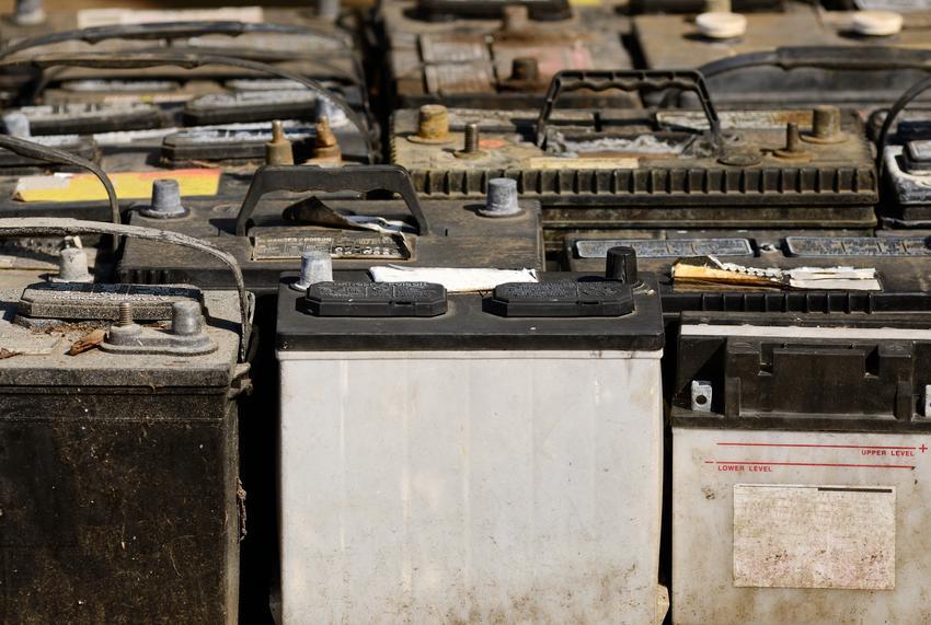 Uśrednona cena skupu akumulatorów samochodowych. Akumulaotry samochodowe, żelowe. Stawka VAT na złom - odwrotne obciążenie.