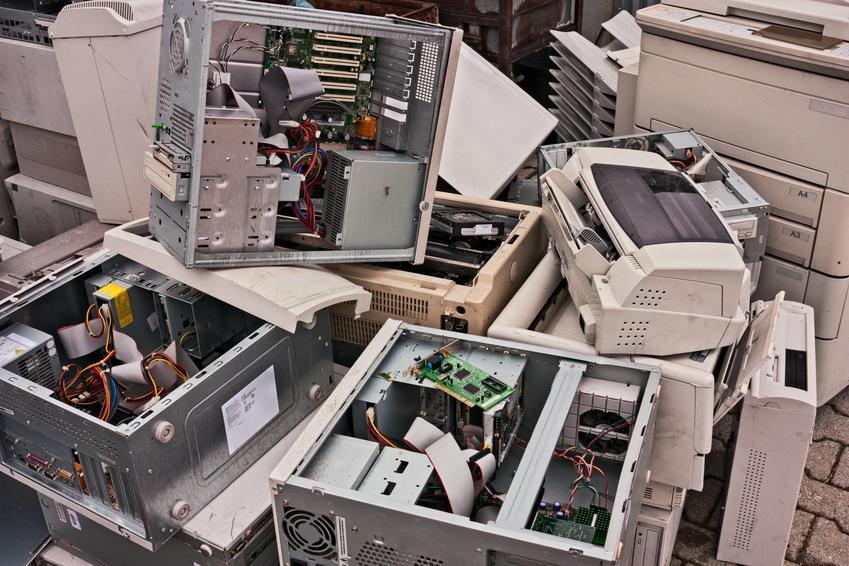 Cennik skupu kompletnych komputerów stacjonarnych. Stawka obliczana dla sprzedaży poniżej 20 kg złomu komputerowego. Stawka VAT na złom - odwrotne obciążenie.