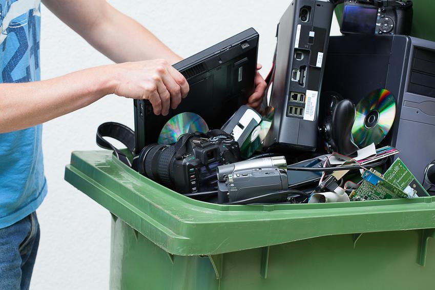 Cennik skupów kompletnych laptopów, bez baterii Stawka VAT na złom - odwrotne obciążenie.