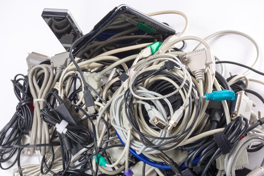 Uśredniona stawka skupu zasilaczy do laptopów. Cena obejmuje zasilacze kompletne, z kablem. Stawka za zasilacze bez kabla będzie niższa. Stawka VAT na złom - odwrotne obciążenie.