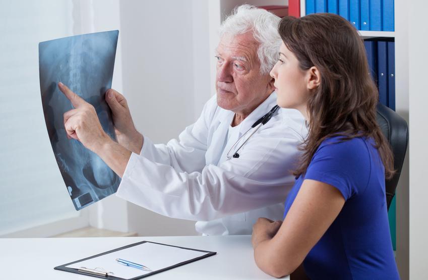 Uśredniona stawka wykonania RTG kręgosłupa.  Świadczenia medyczne zwolnione z podatku VAT.