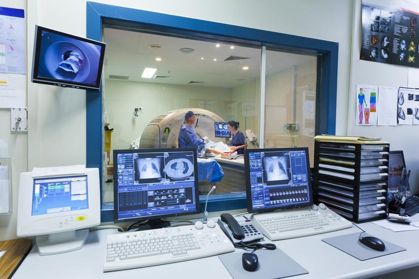 Średni koszt wykonania rezonansu magnetycznego kręgosłupa na odcinku szyjnym, bez kontrastu.  Świadczenia medyczne zwolnione z podatku VAT.