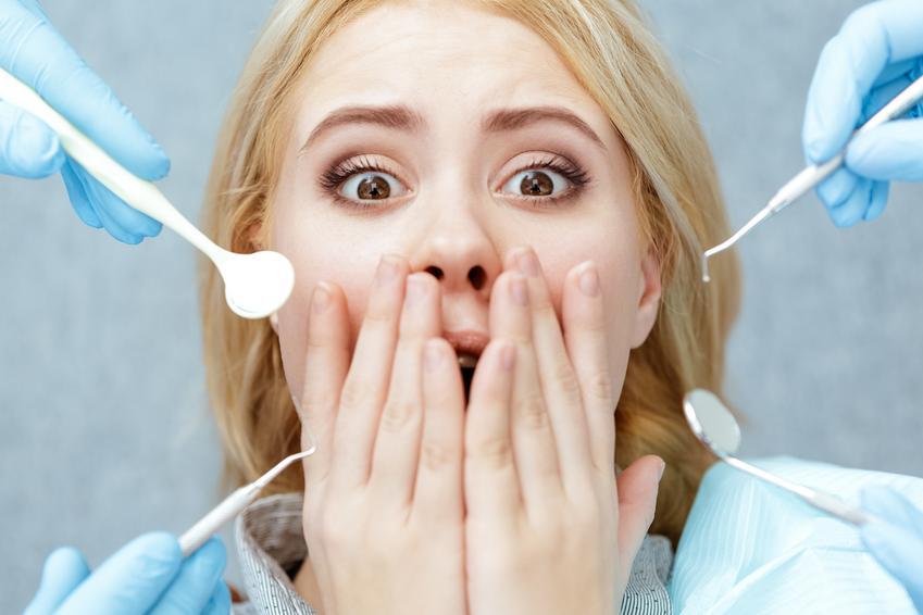 Uśredniona cena usunięcia zęba w znieczuleniu miejscowym.  Usługi stomatologiczne zwolnione z podatku VAT.