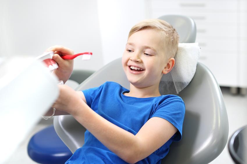 Uśredniony koszt fluoryzacji zębów. Usługi stomatologiczne zwolnione z podatku VAT.