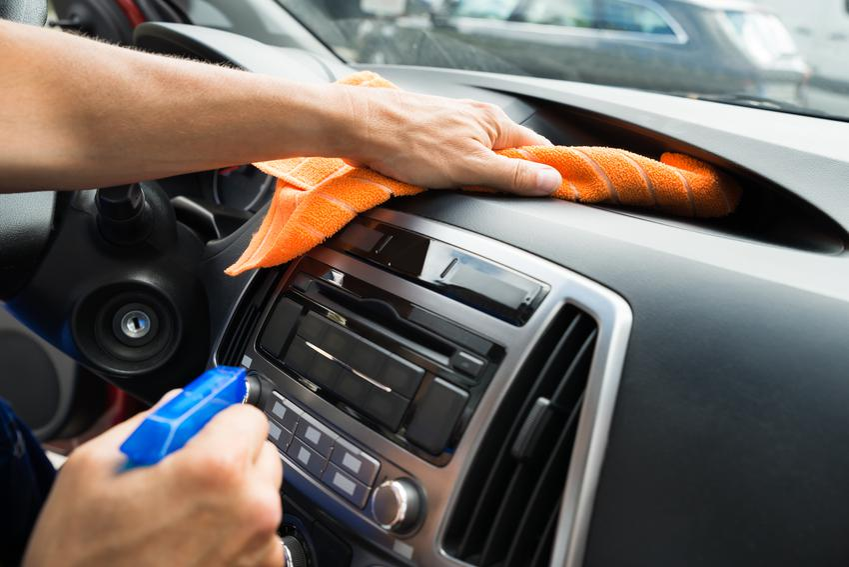 Uśredniony koszt czyszczenia plastików wewnetrznych w samochodach osobowych.